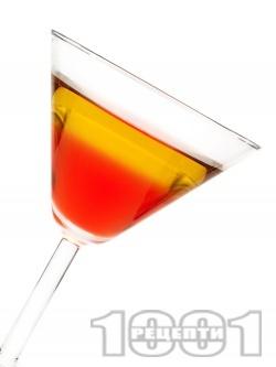 Коктейл Роб Рой с уиски, вермут и ангостура битер - снимка на рецептата